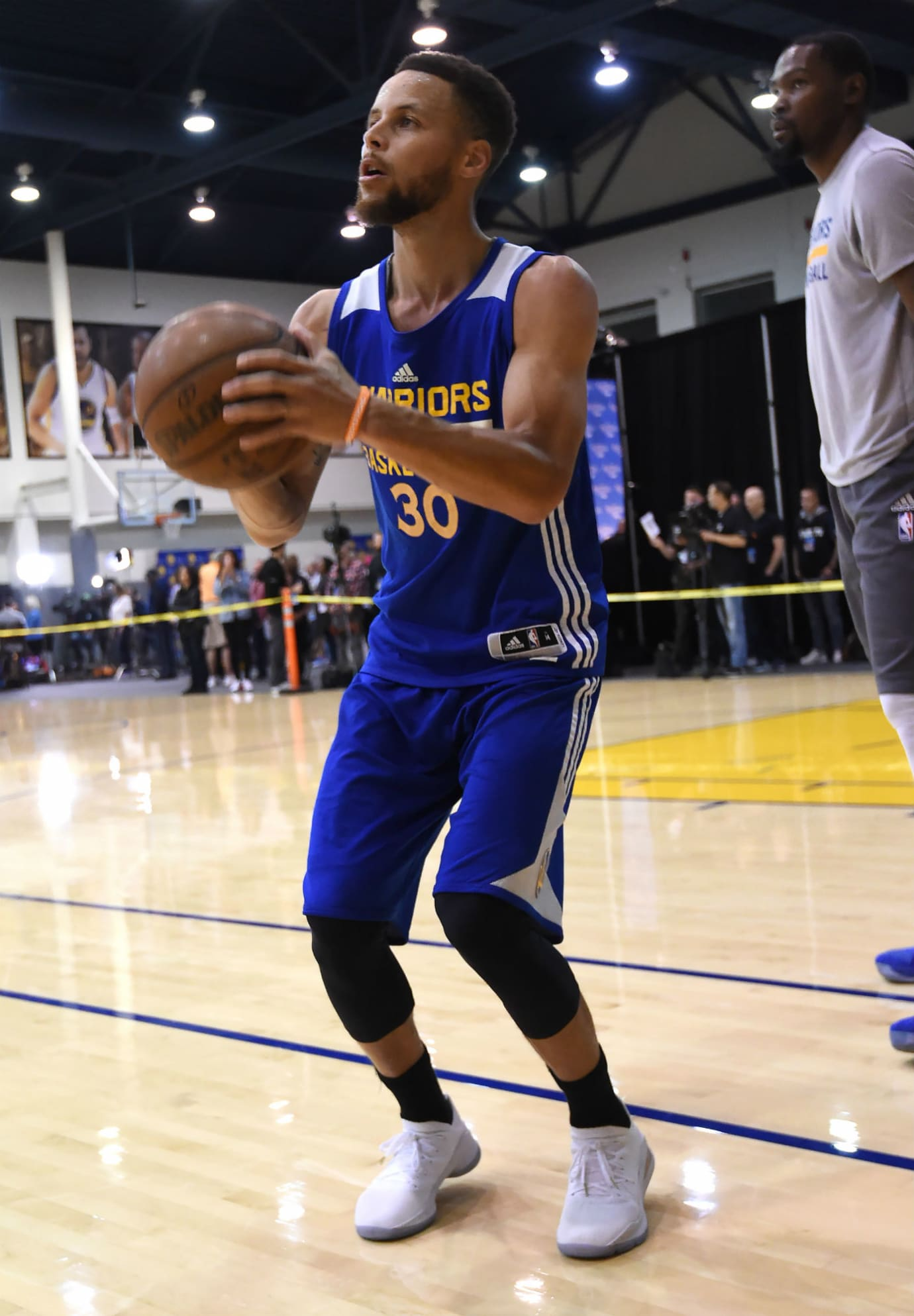 Stephen Curry Under Armour Curry 4 Low Chef White (3)