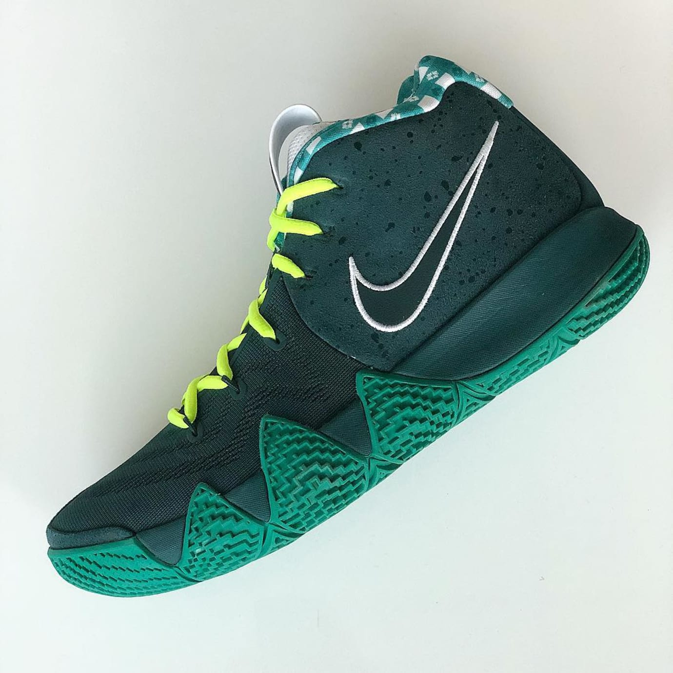 Nike Kyrie 4 Green Lobster Side