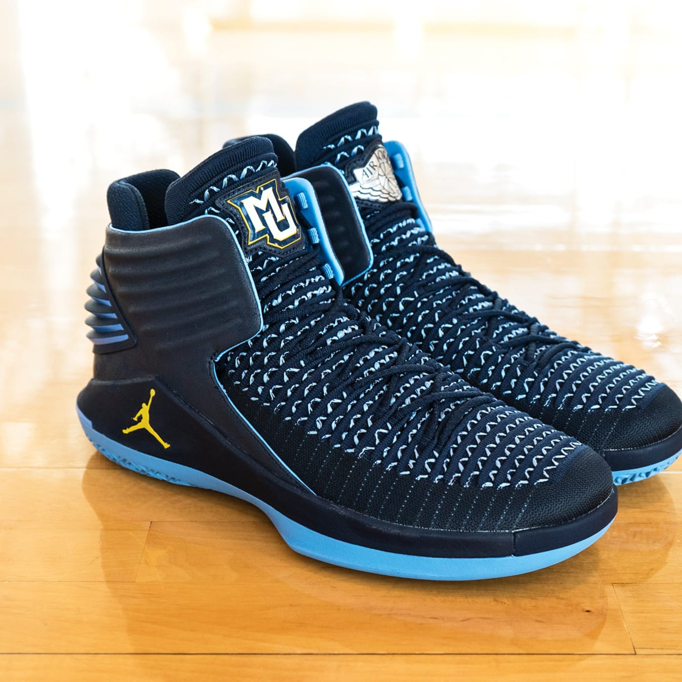 Air Jordan 32 Marquette PE Right
