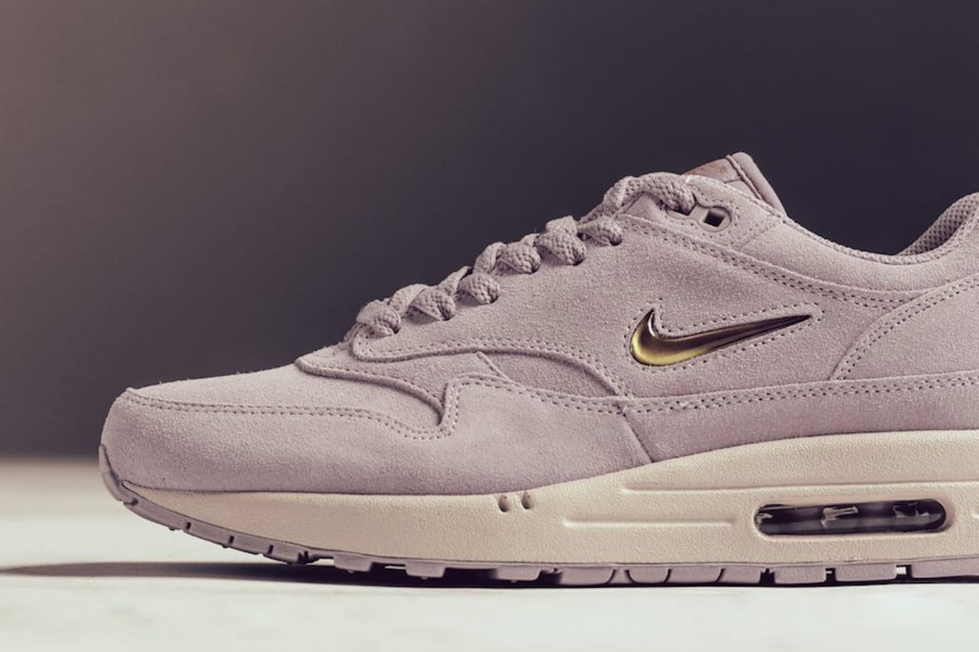 9718862654 Image via Feature · Nike Air Max 1 Jewel 'Particle Rose' 918354-601 (Swoosh)