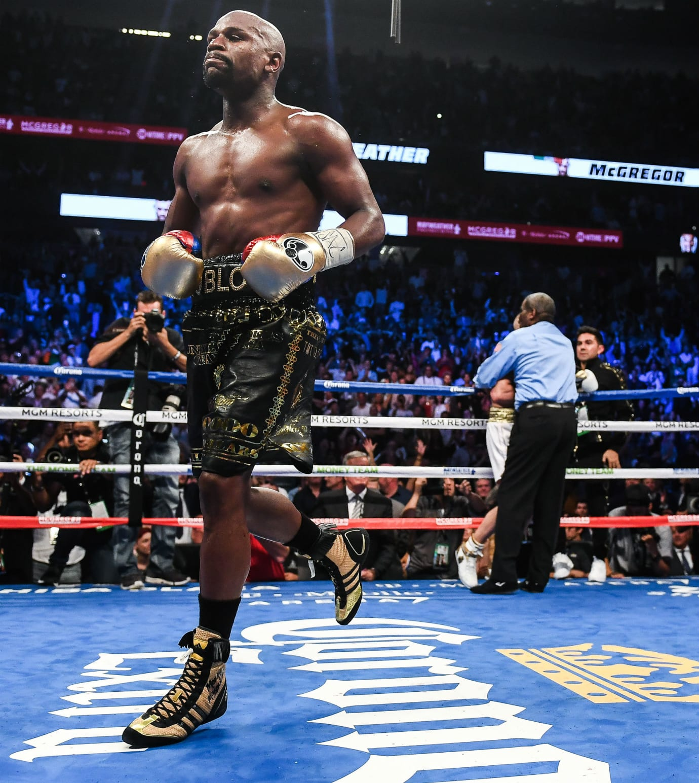 Floyd Mayweather Knocks Out Conor McGregor in Adidas Boxing Boots (3)