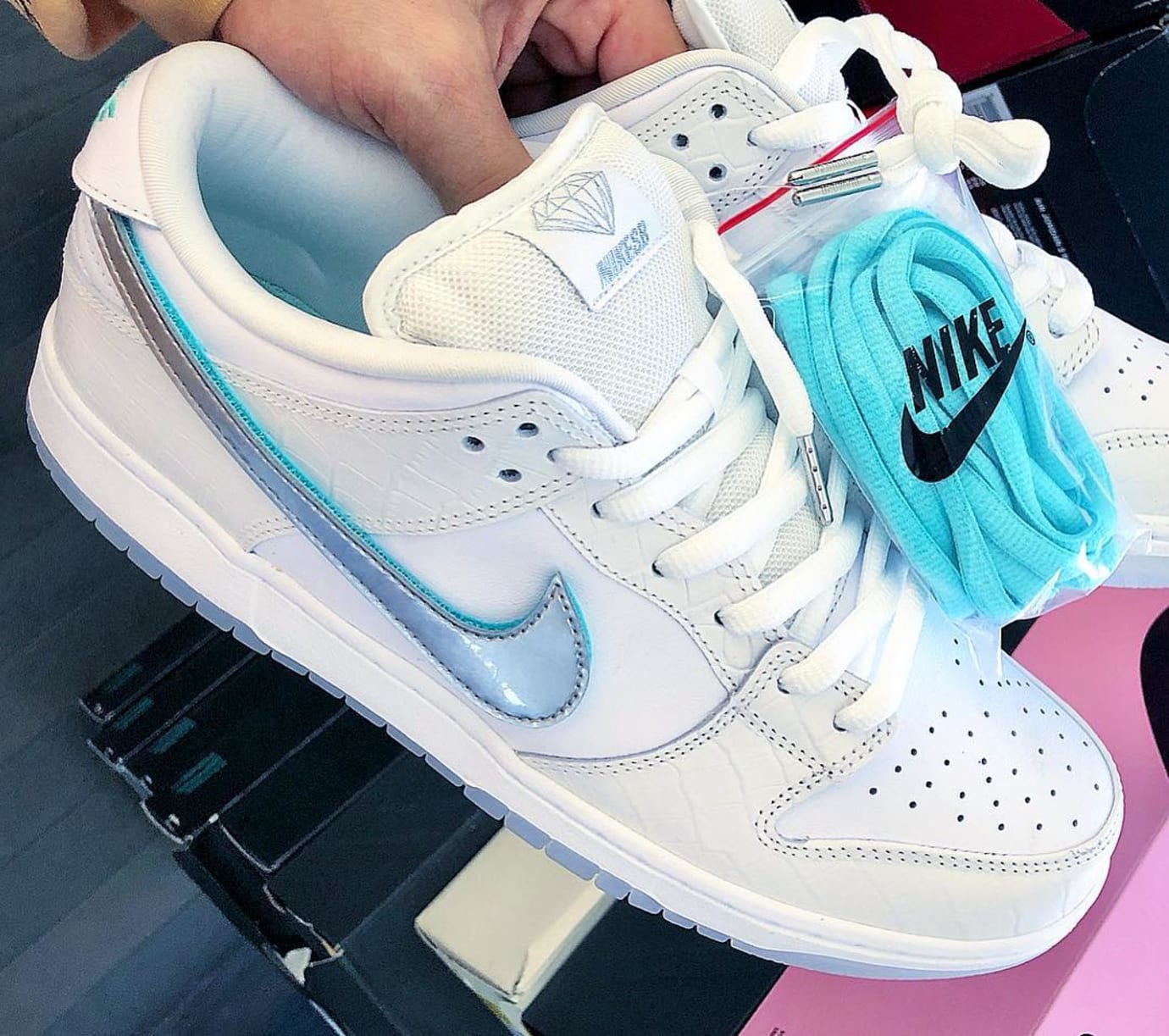 ad89be4251e Diamond Supply Co. x Nike SB Dunk Low  Tiffany  2018 Release Date ...