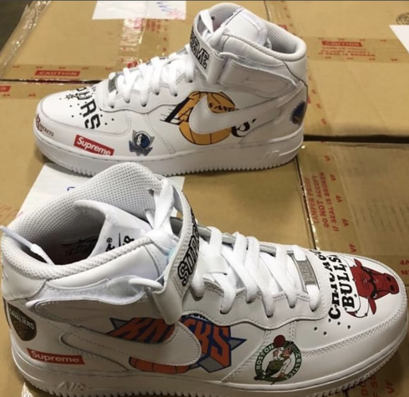 Supreme x Nike Air Force 1 Mid 'White' AQ8017-100 1