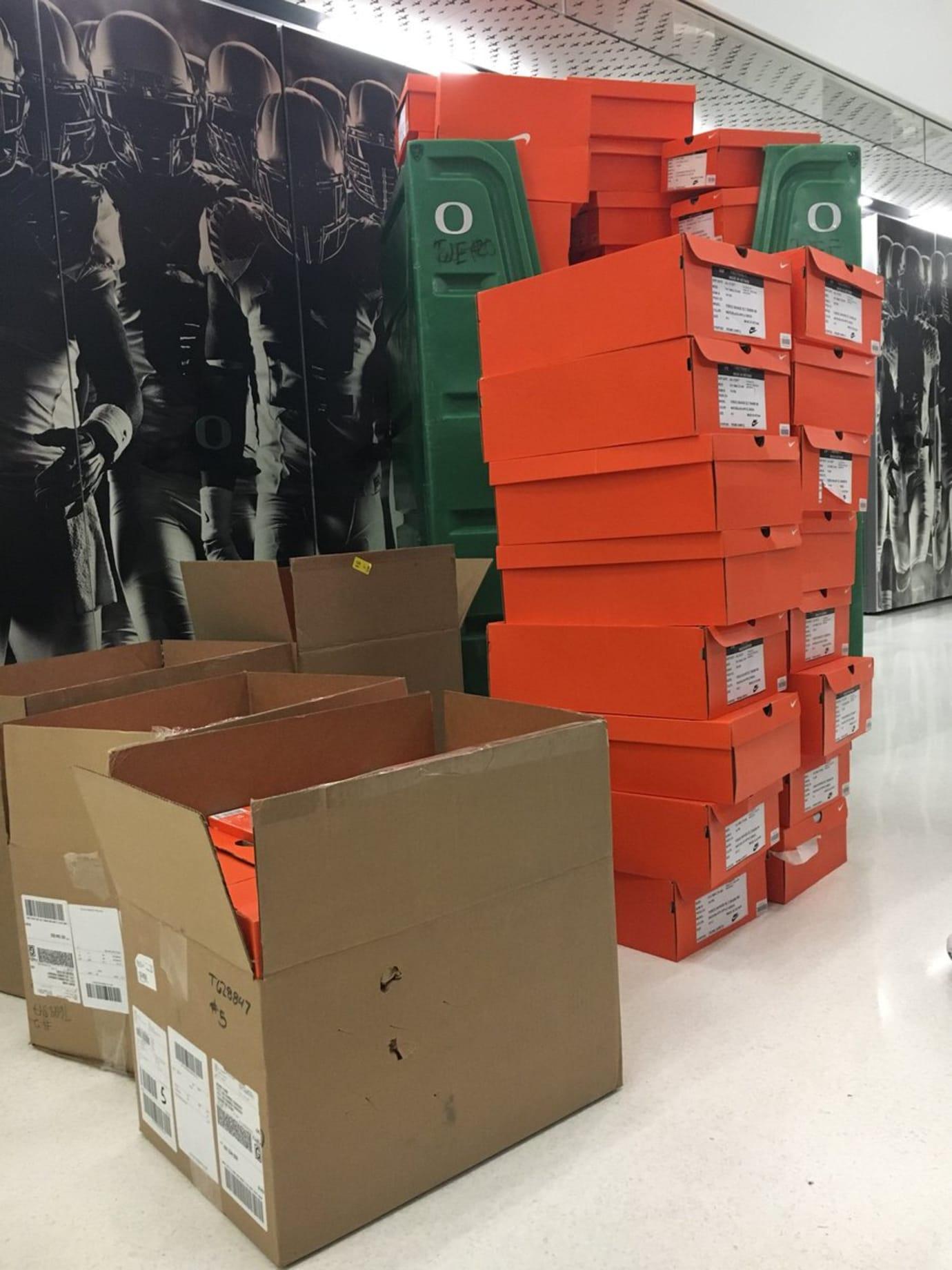 Oregon Ducks Surplus Sale 2018 Sneakers
