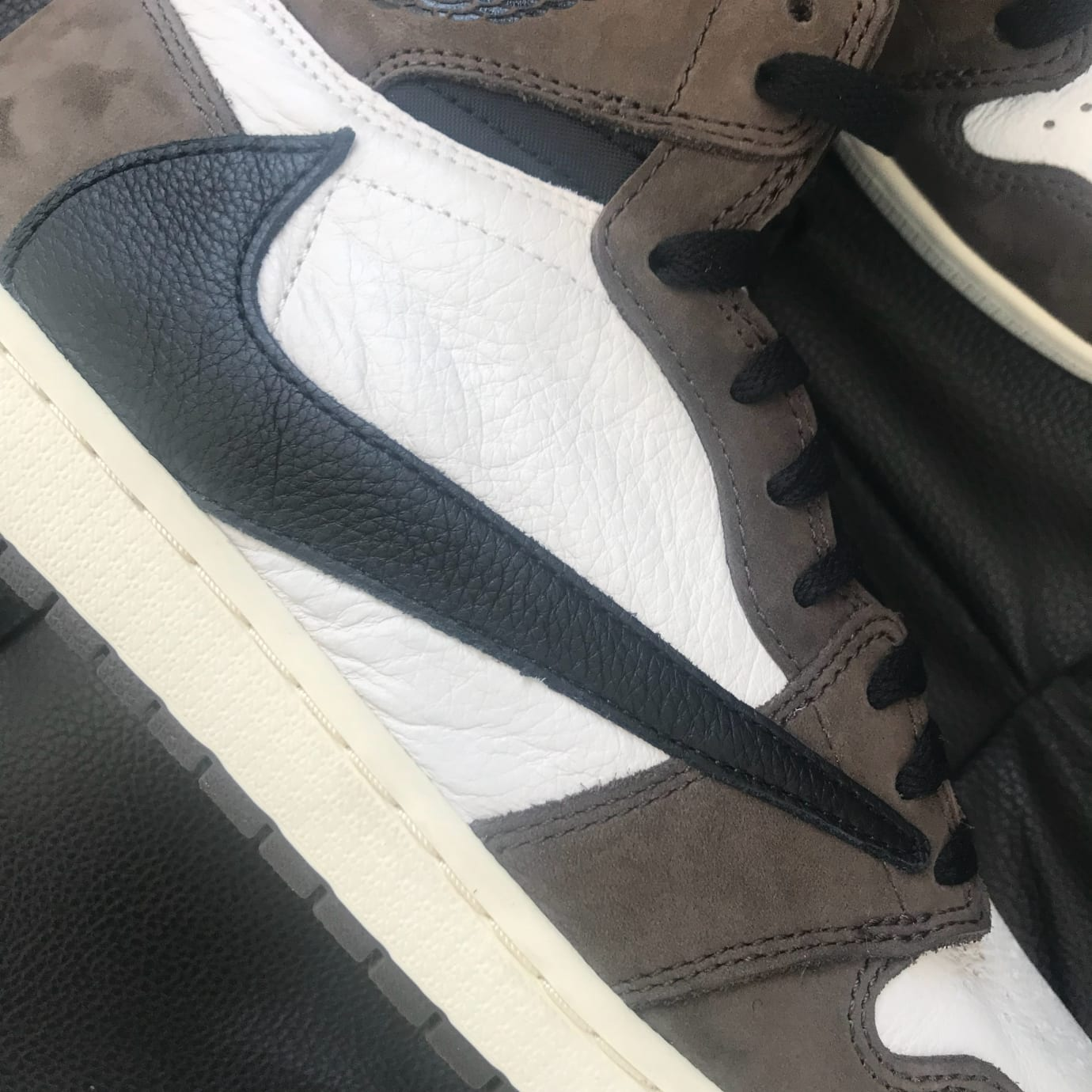 3160ce2b9bd0 Image via Weibo.cn Travis Scott x Air Jordan 1 High OG TS SP CD4487-100  (Swoosh Detail