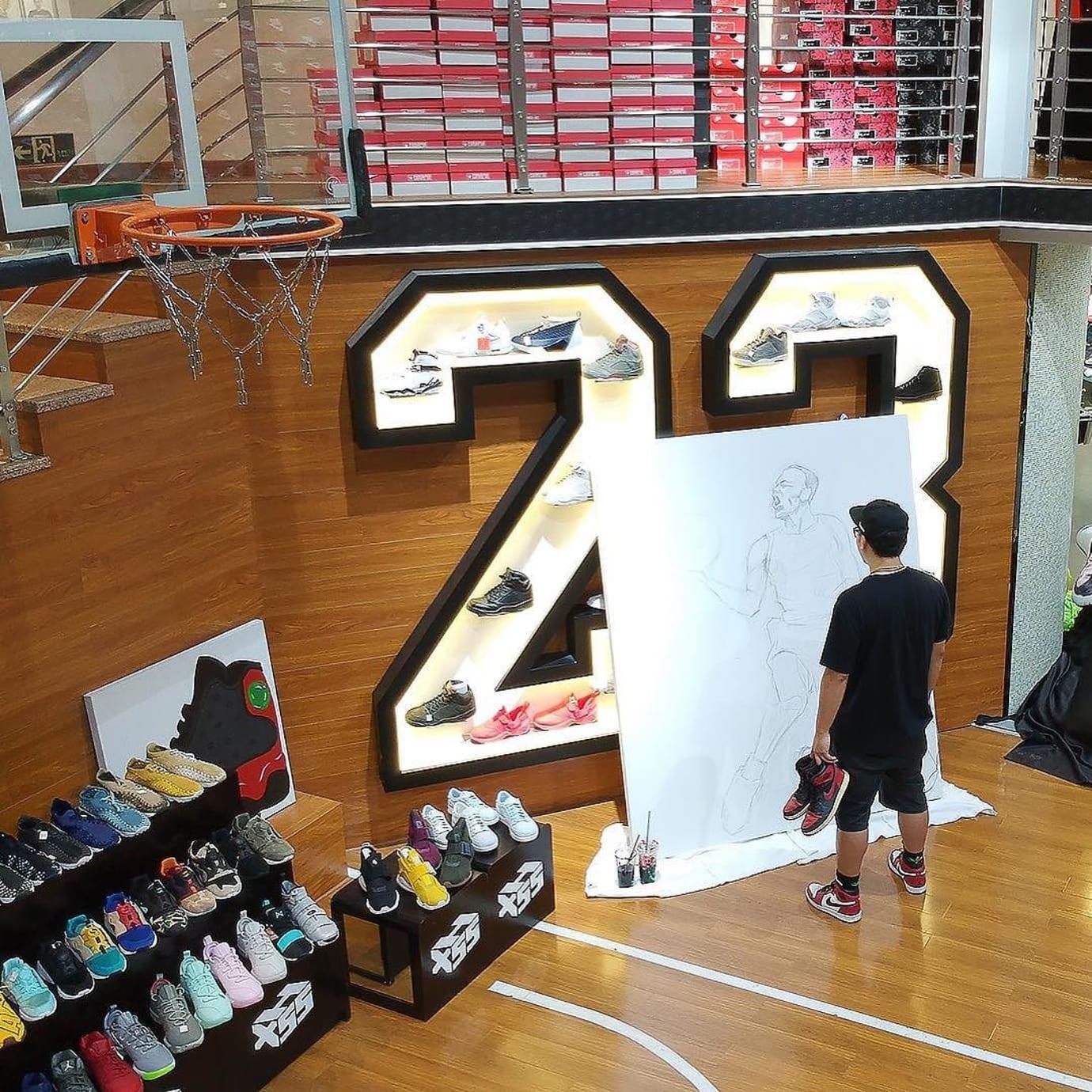 Artist Paints Michael Jordan with Air Jordans (1)
