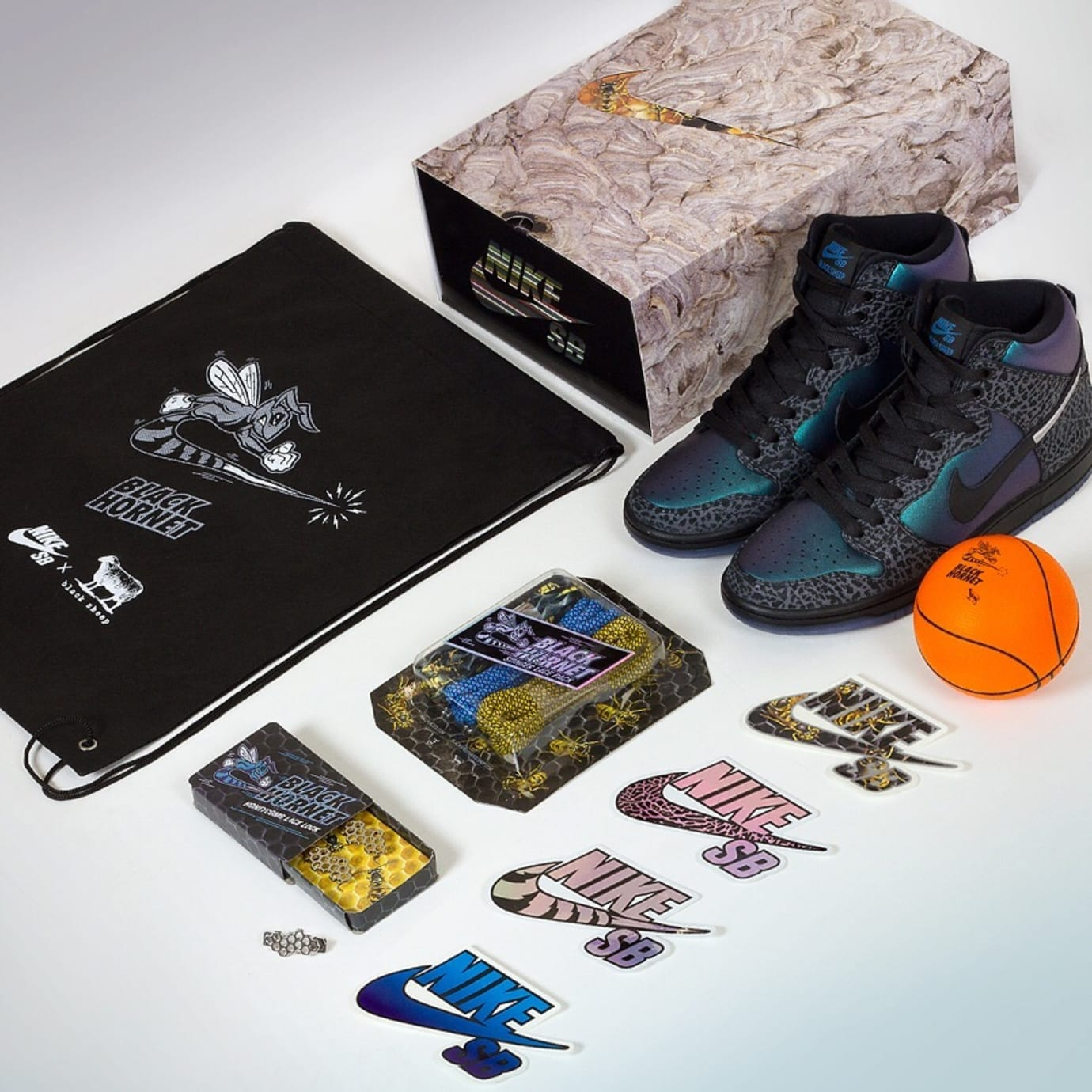 watch 399d3 6ac85 Black Sheep x Nike SB Dunk High  Black Hornet  (Deluxe Pack)