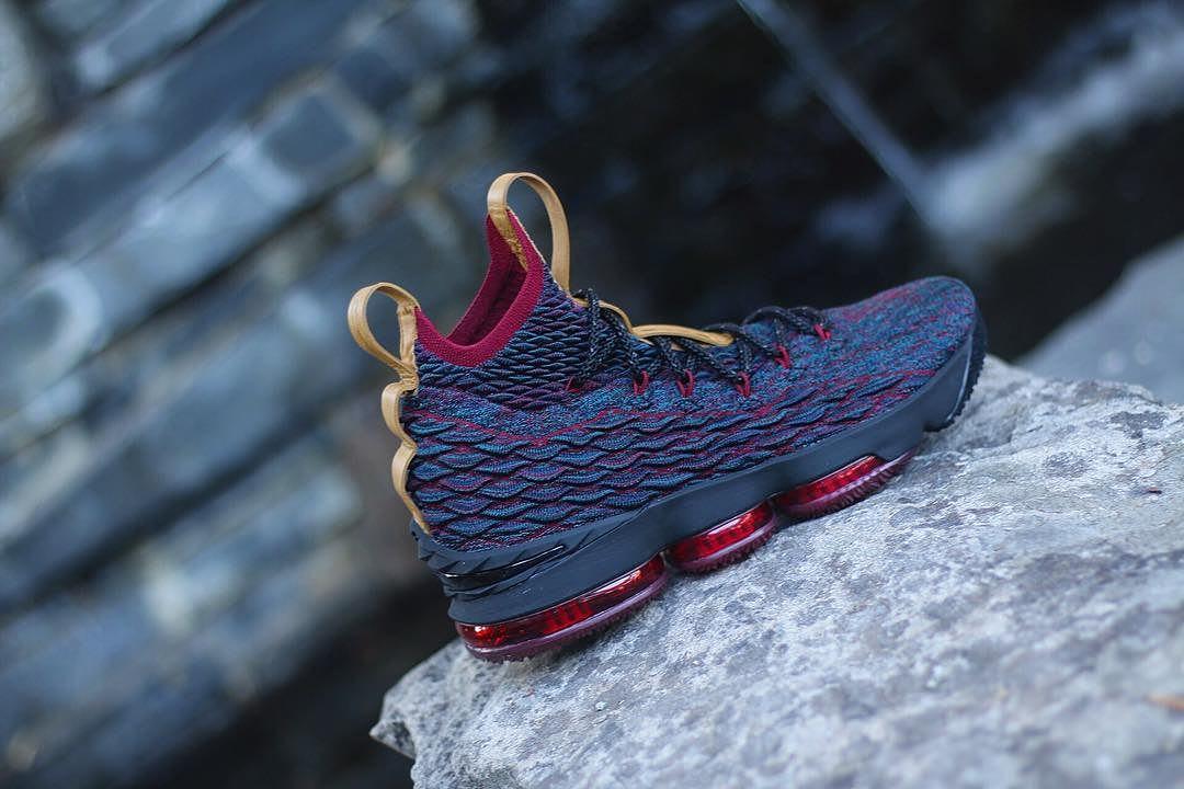 Nike LeBron 15 Cavs Profile
