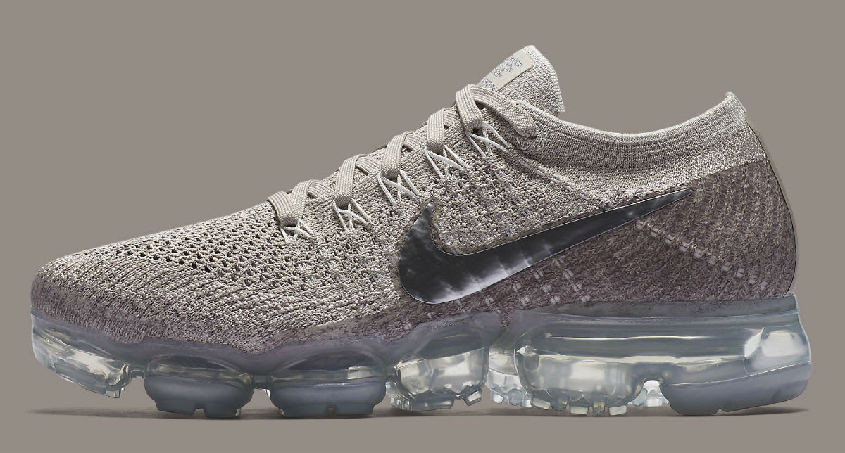 Nike AIR VAPORMAX FLYKNIT WOMENS Pure Platinum/Red Hype DC