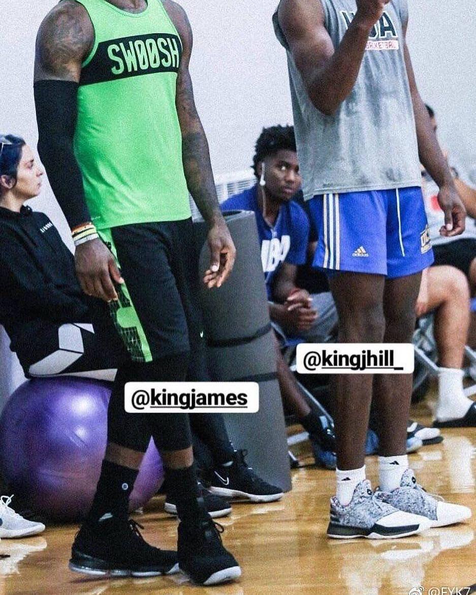 LeBron James Debuts the Nike LeBron 15 in Black (1)