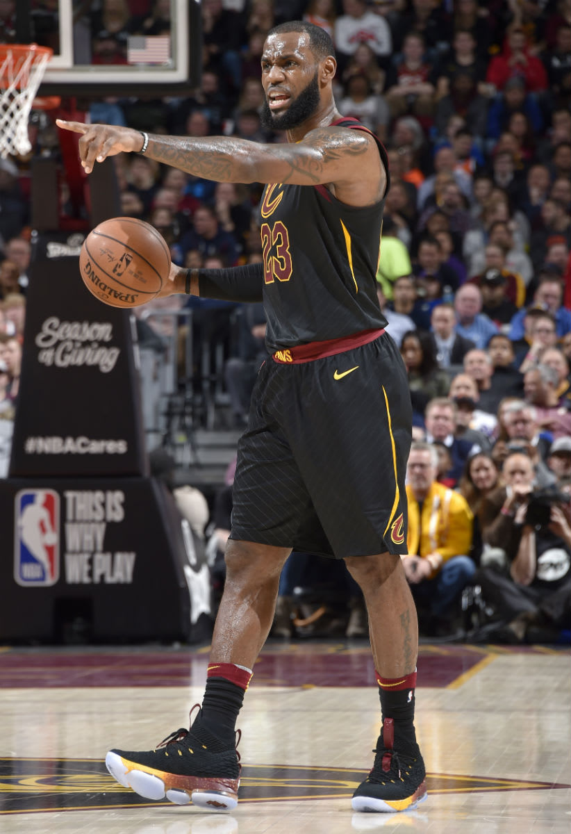 LeBron James Nike LeBron 15 Black Cavs Gradient PE