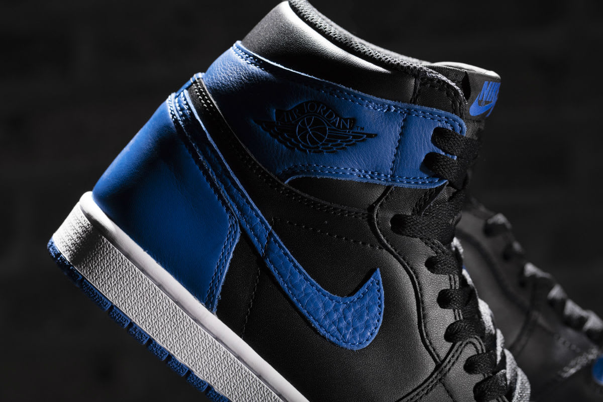 Air Jordan 1 Royal 2017 Release Date Collar 555088-007