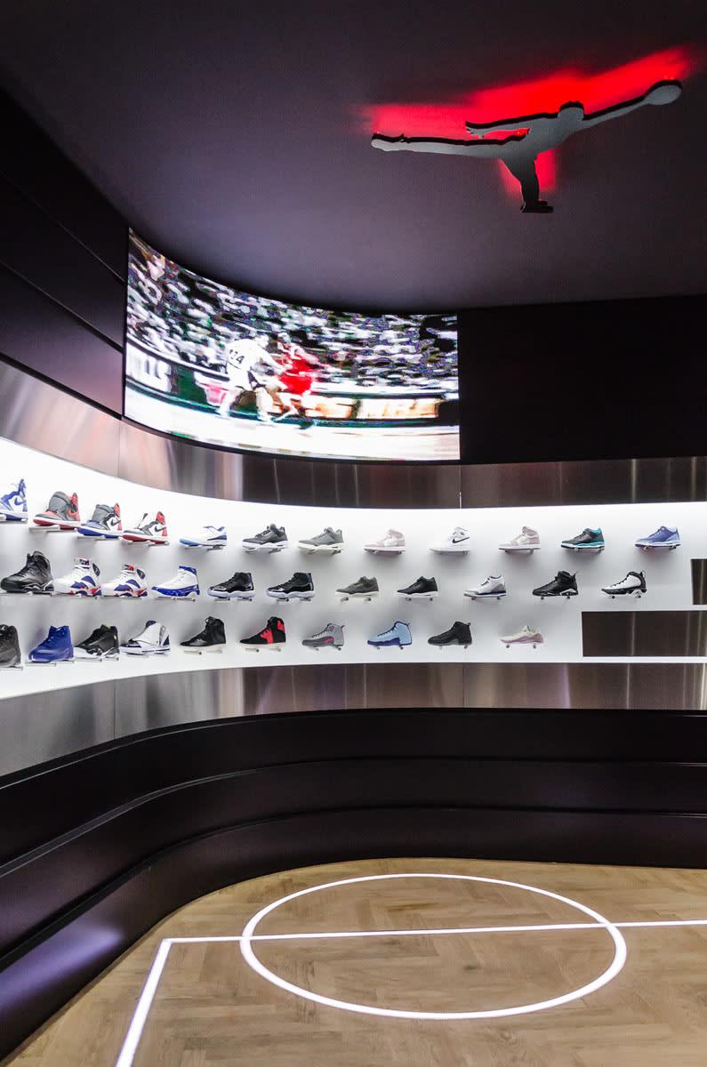 c2307204f46b3 This Sneaker Store Has an Interactive Air Jordan Room – TIP SOLVER