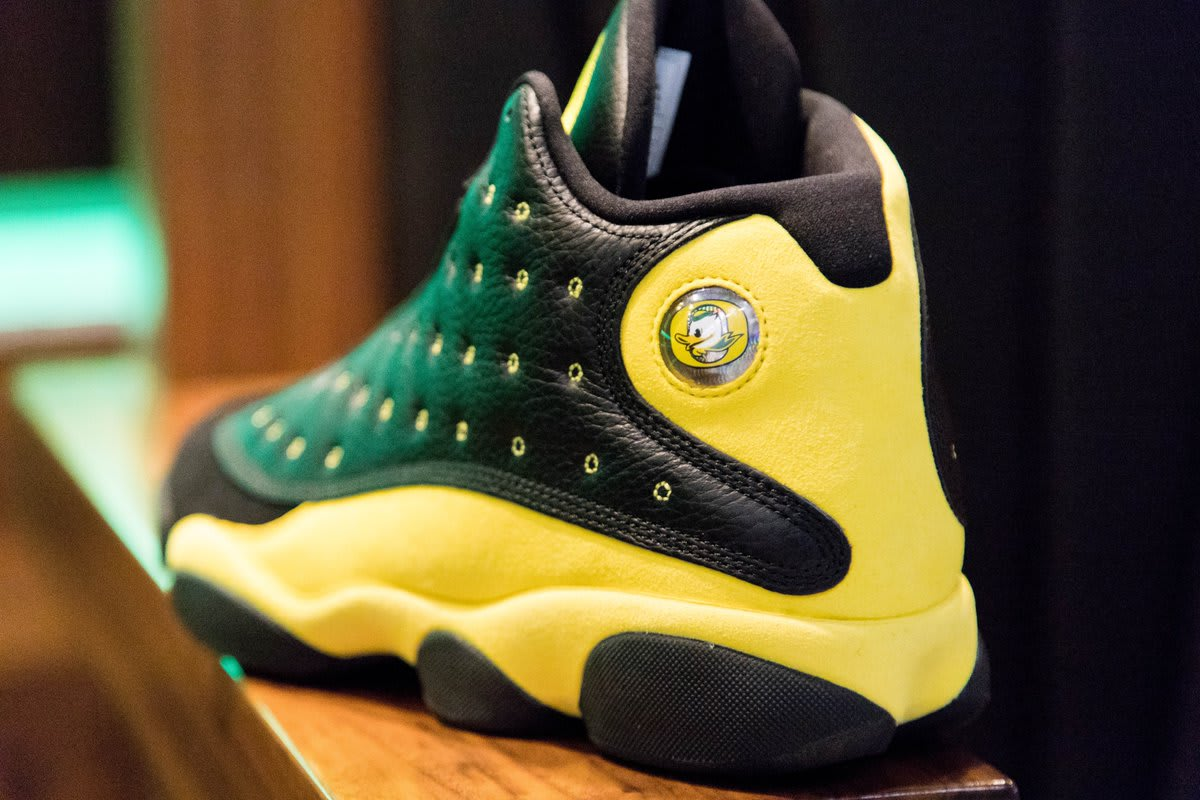 Air Jordan 13 'Oregon' Track and Field (Heel)