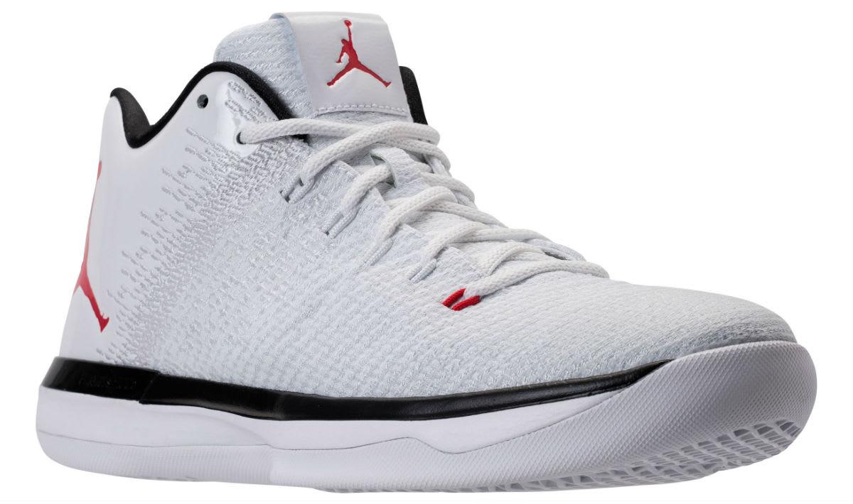 Air Jordan 31 Low Bulls Release Date Main 897564-101