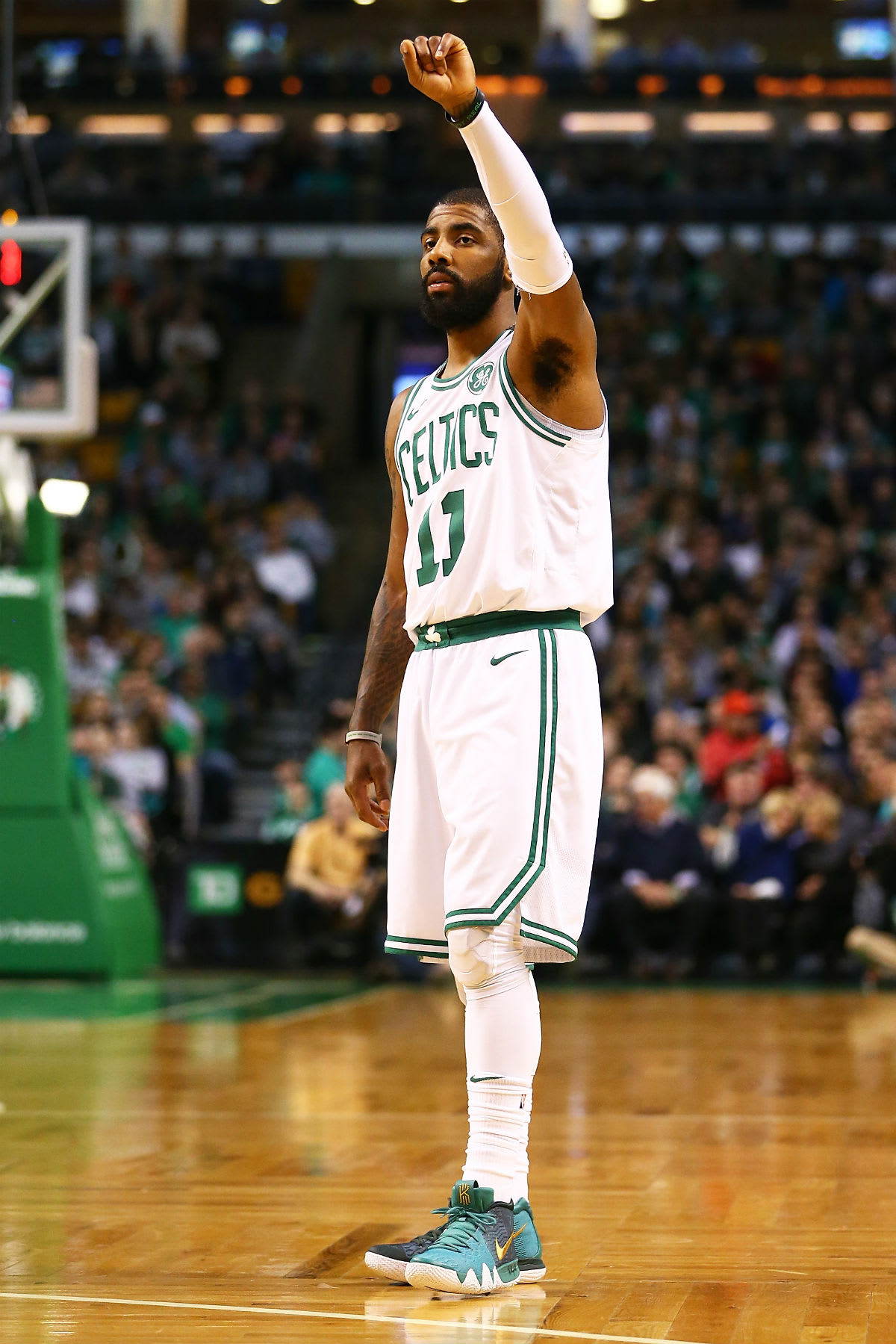 Kyrie Irving Nike Kyrie 2 Green/Gold PE