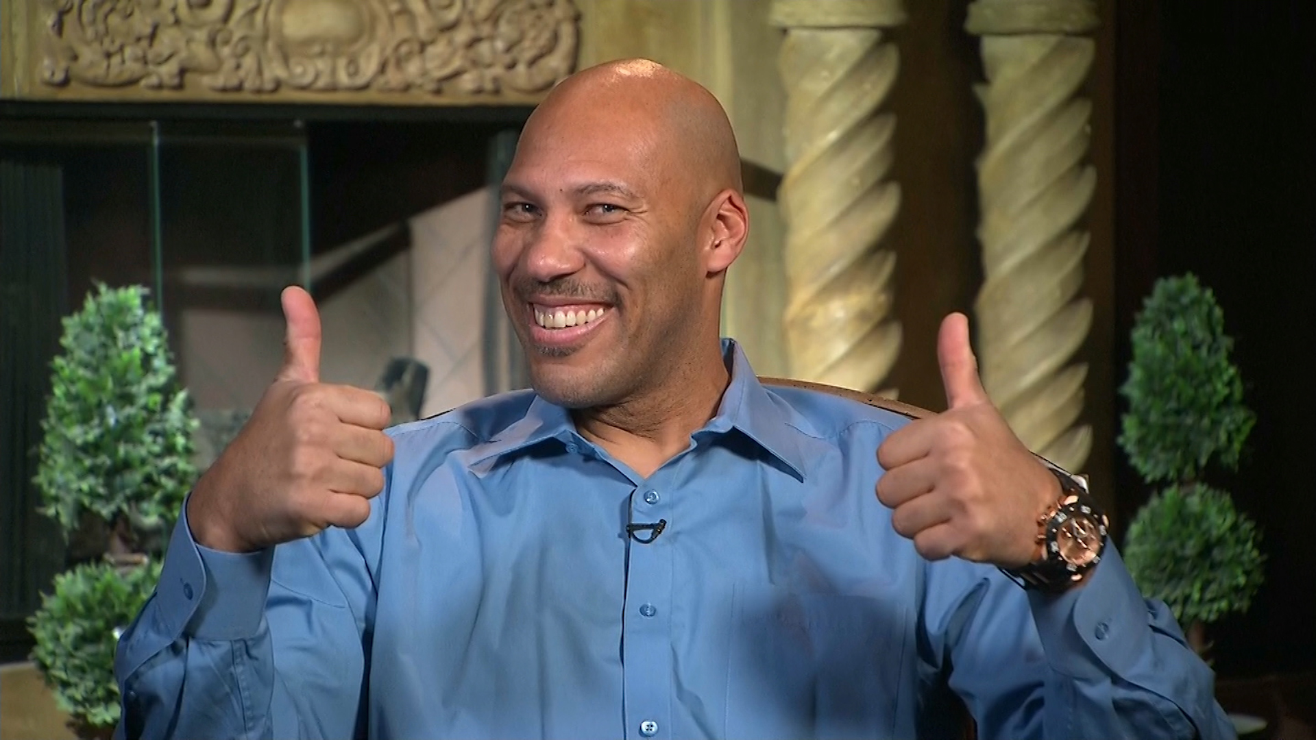 lavar-ball-thumbs-up