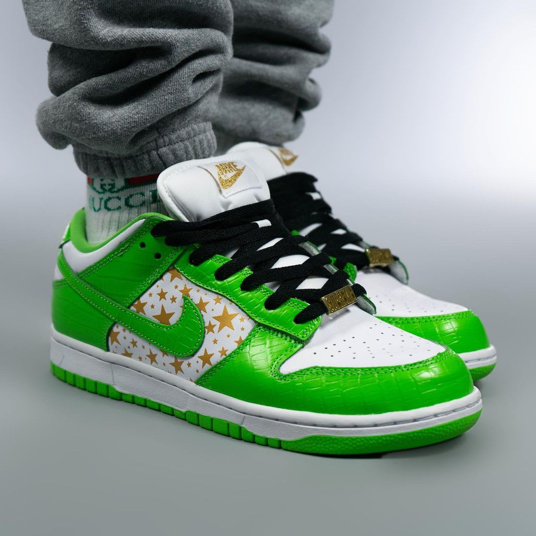 Supreme x Nike SB Dunk Low Green On-Foot