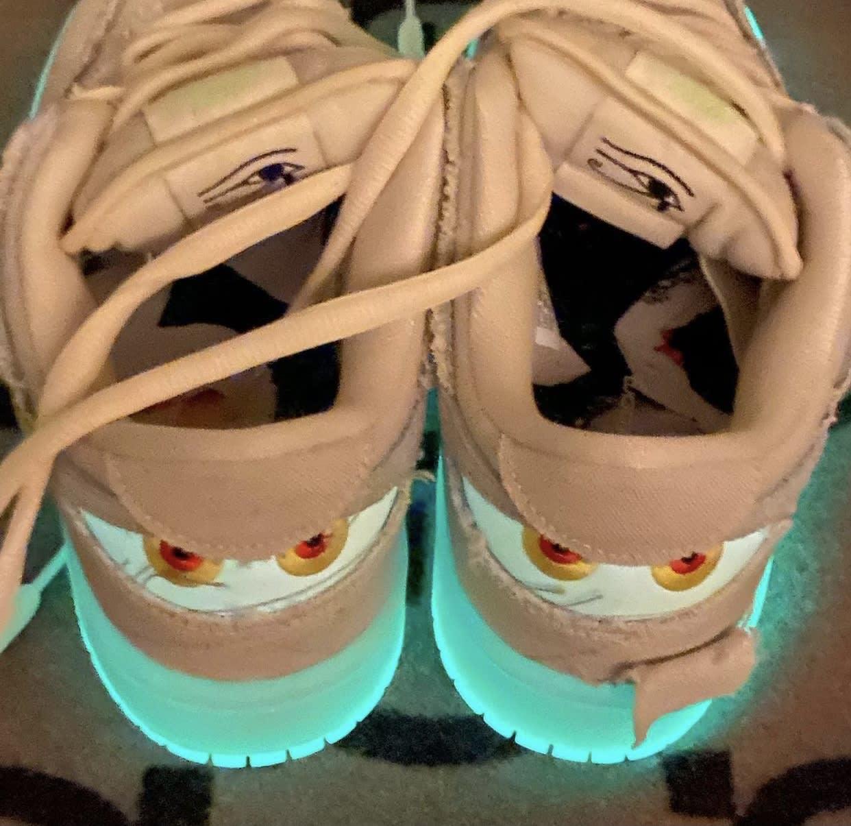 Nike SB Dunk Low Mummy Halloween DM0774-111 Glow Sole Heel