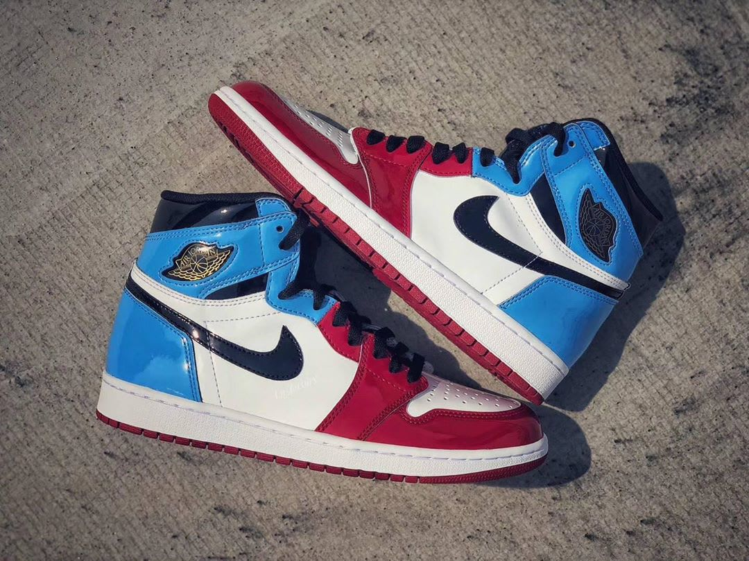 Air Jordan 1 Retro High OG 'UNC to Chicago' First Look Lateral