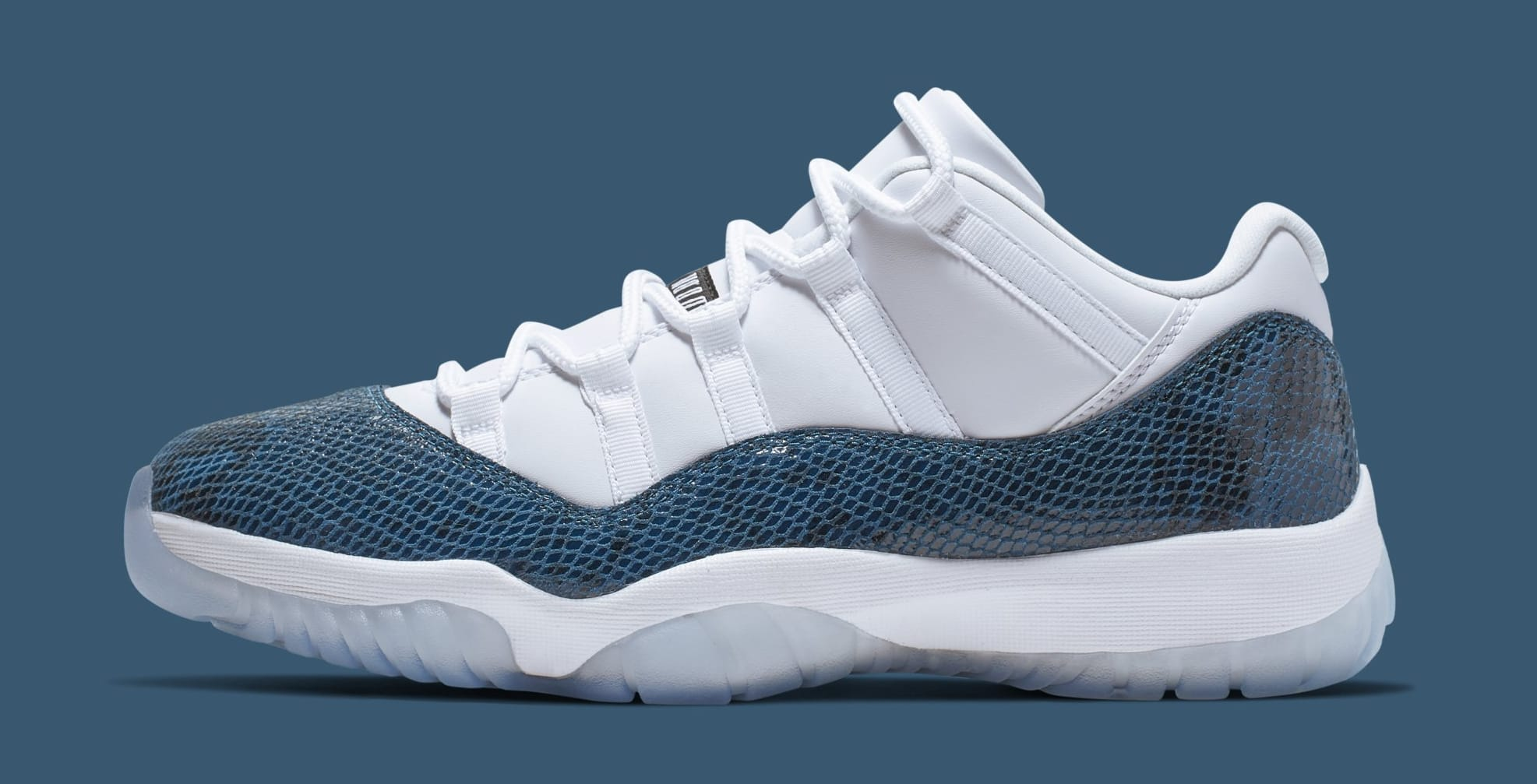 new style 21247 3c895 Air Jordan 11 Low  Blue Snakeskin  CD6846-102 (Lateral)