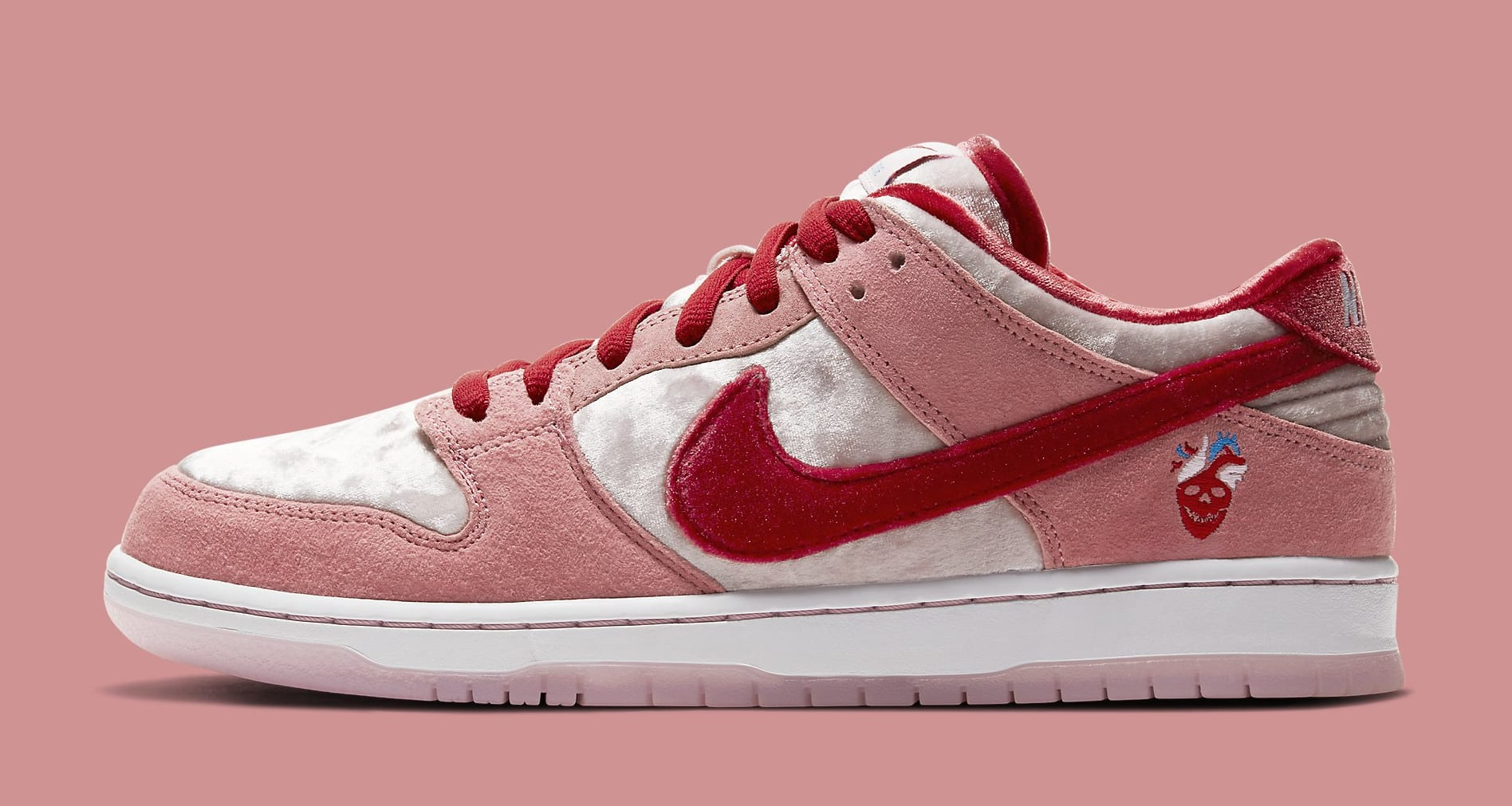 strangelove-nike-sb-dunk-low-ct2552-800-lateral