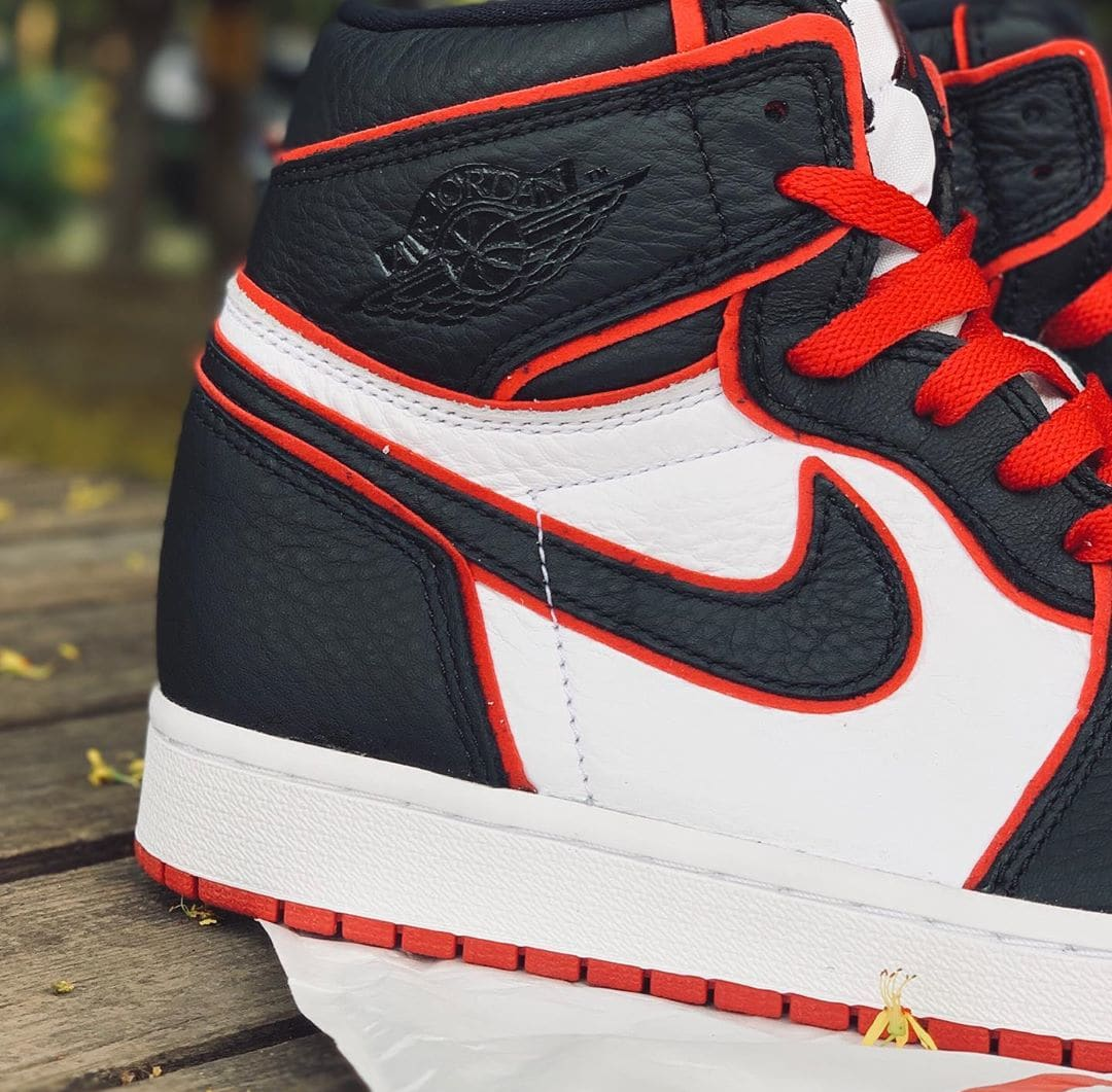 air-jordan-1-retro-high-og-who-said-man-was-meant-to-fly-555088-062-lateral