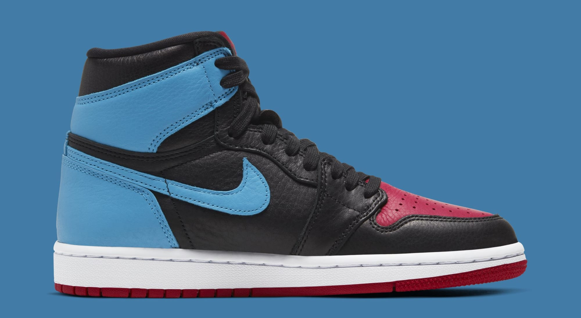 Air Jordan 1 Retro High OG WMNS 'UNC to Chicago' CD0461-046 (Medial)