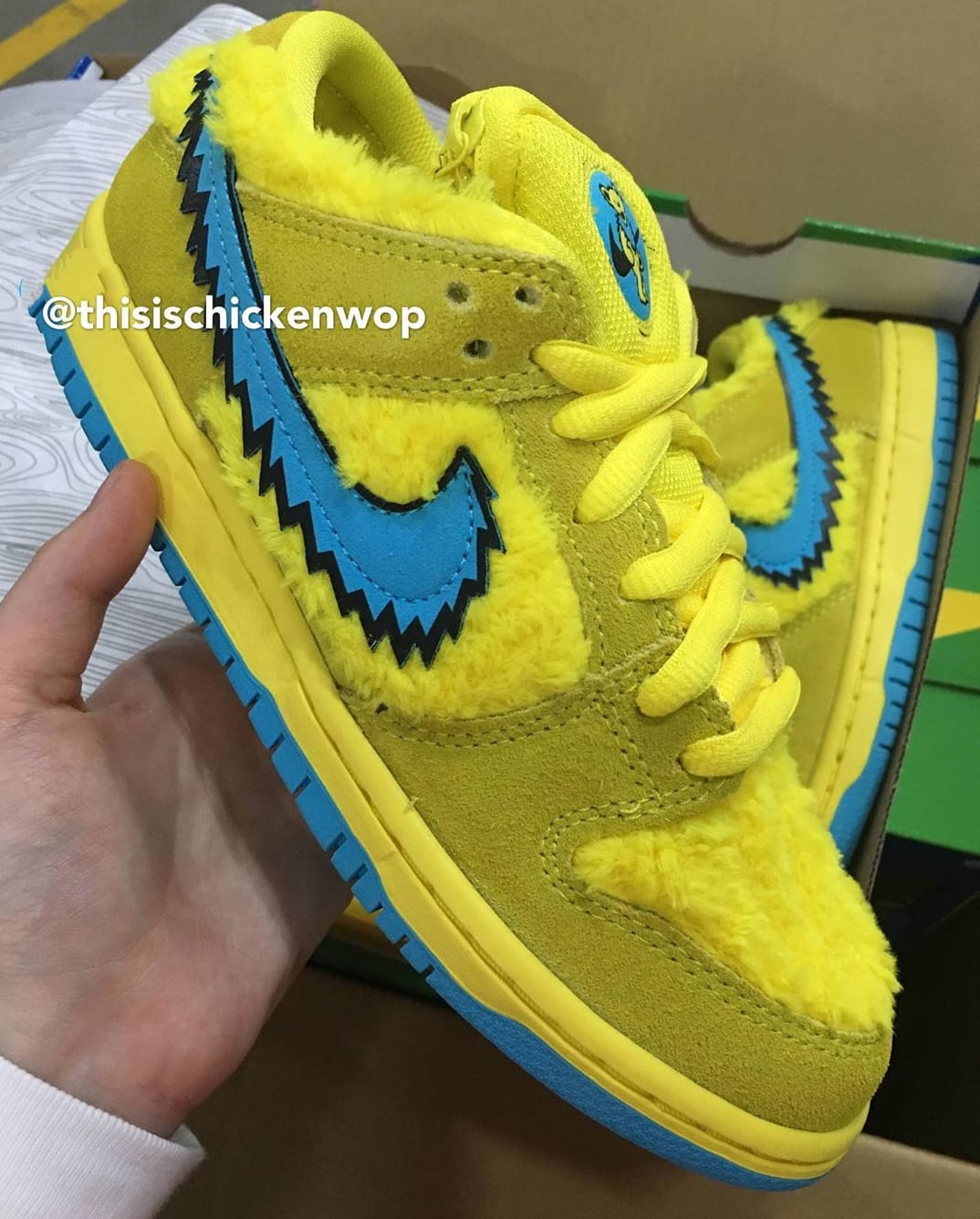 Grateful Dead x Nike SB Dunk Low Yellow/Blue Lateral