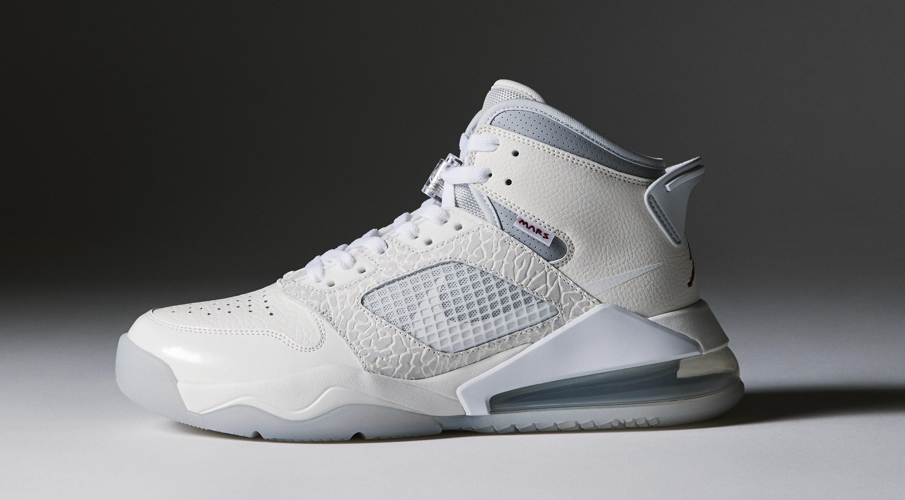 sneakersnstuff-jordan-mars-270-present-lateral