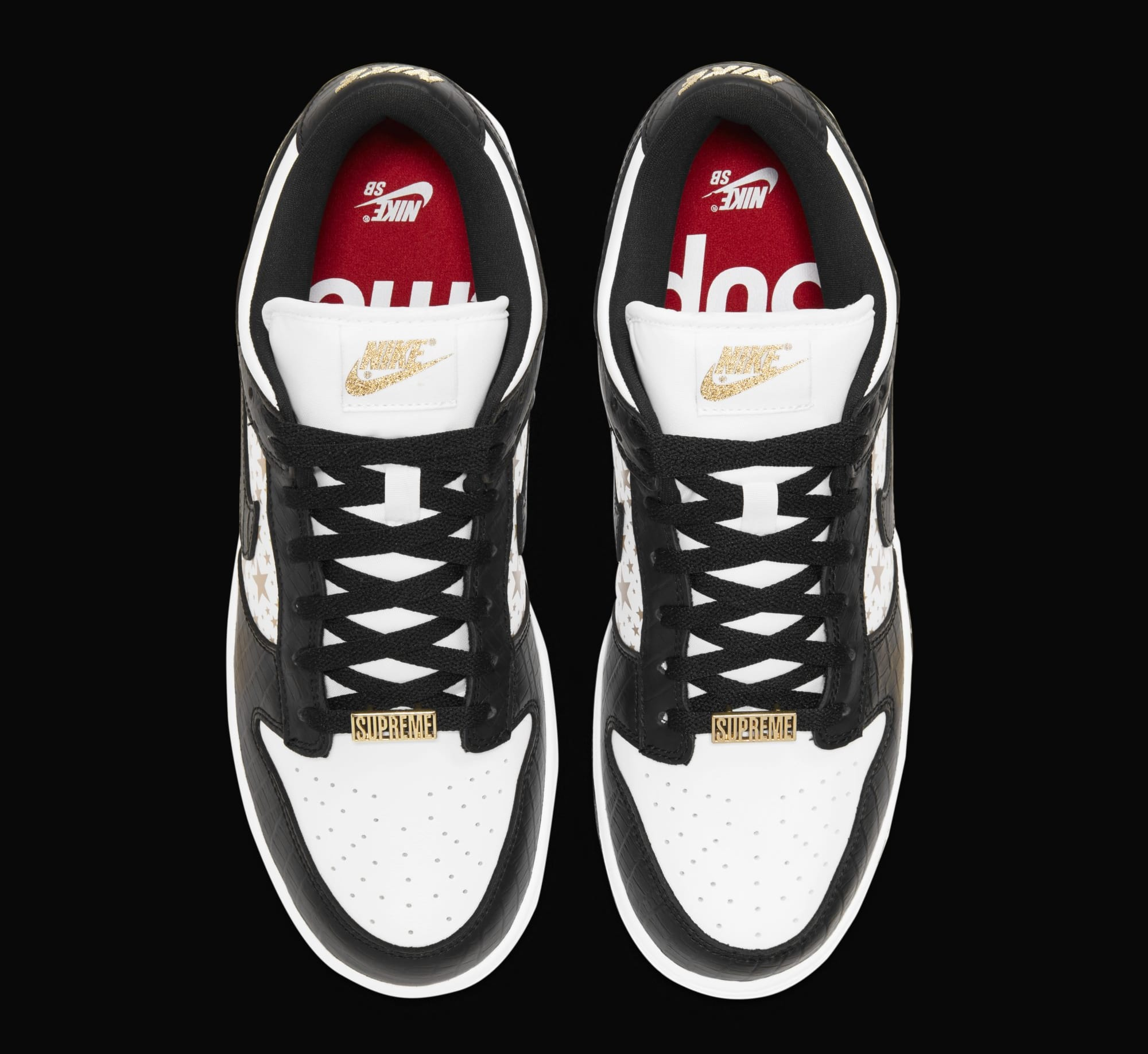 Supreme x Nike SB Dunk Low 'Black' DH3228-102 (Top)