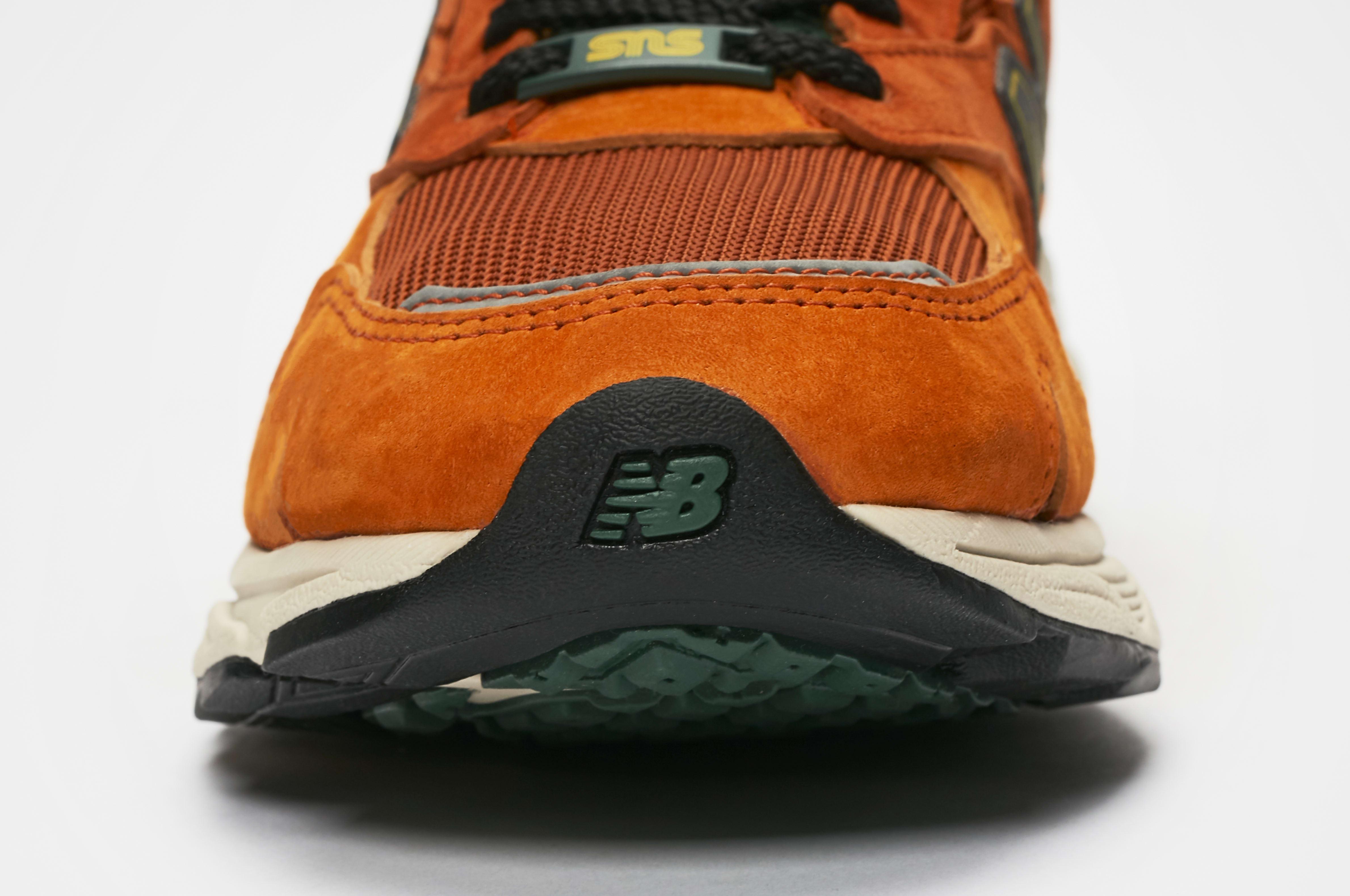 Sneakersnstuff x New Balance 920 'SNS Sports World' Toe