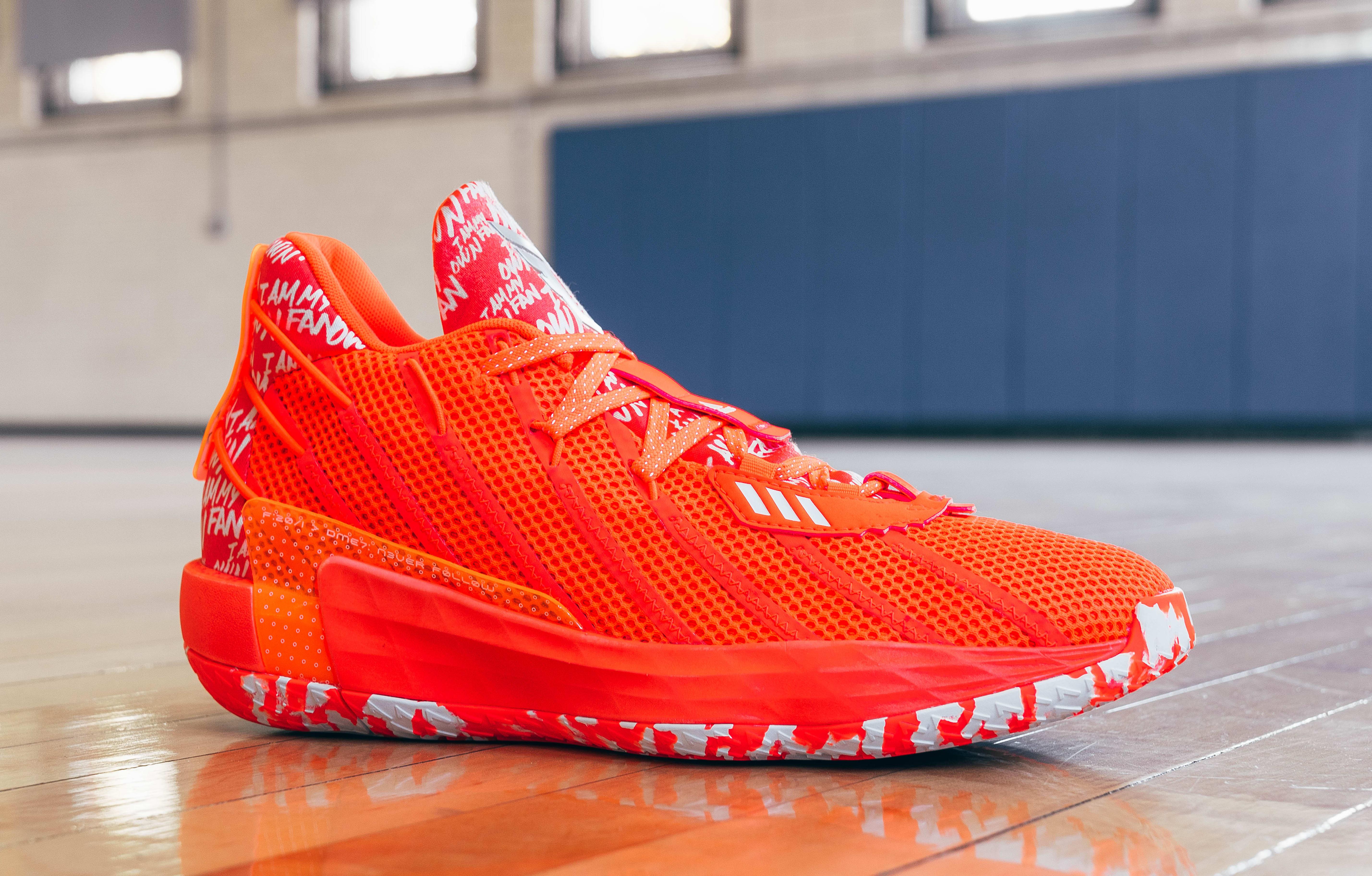 Adidas Dame 7 Orange (Lateral)