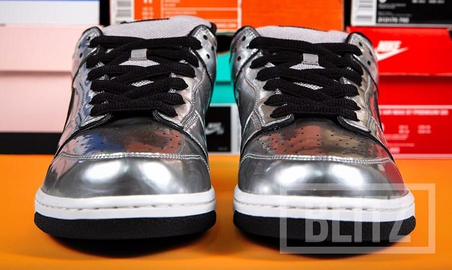 De La Soul x Nike SB Dunk Low 'AOI Bionix' Sample Front