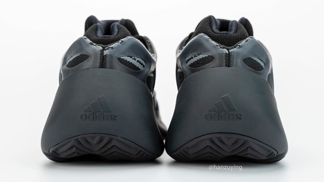 adidas-yeezy-700-v3-black-h67799-heel