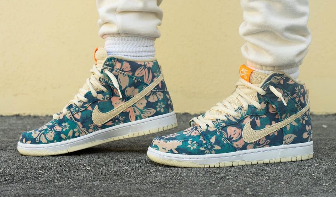Nike SB Dunk High 'Hawaii' Sail/Blue/Green Aqua CZ2232-300 (Pair On-Foot)