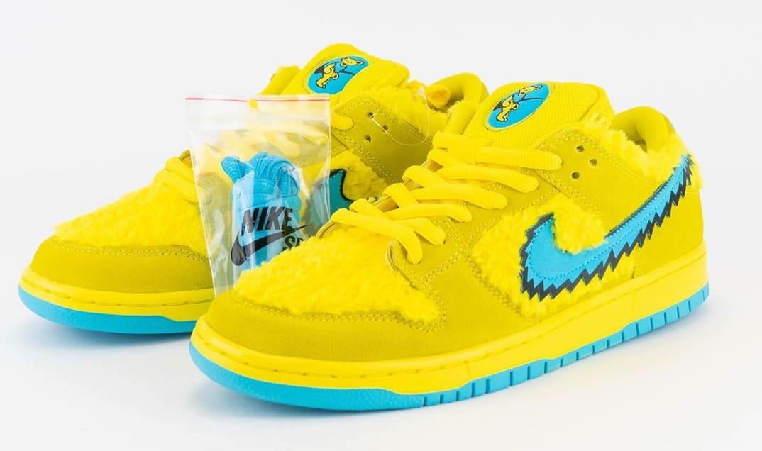 Nike SB Dunk Low Pro QS 'Grateful Dead' Opti Yellow/Blue Fury CJ5378-700 Pair