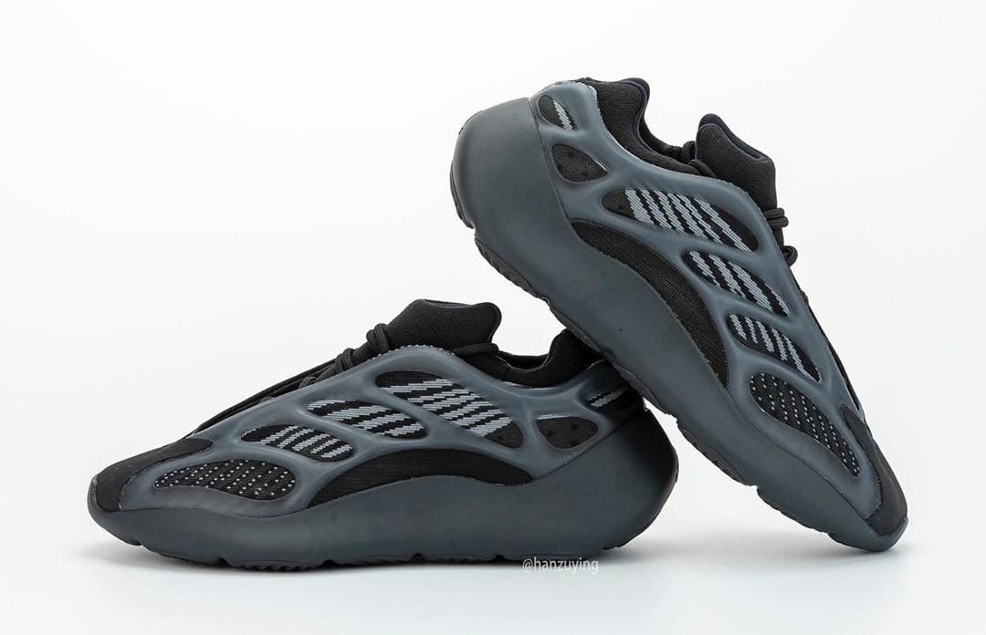 adidas-yeezy-700-v3-black-h67799-lateral