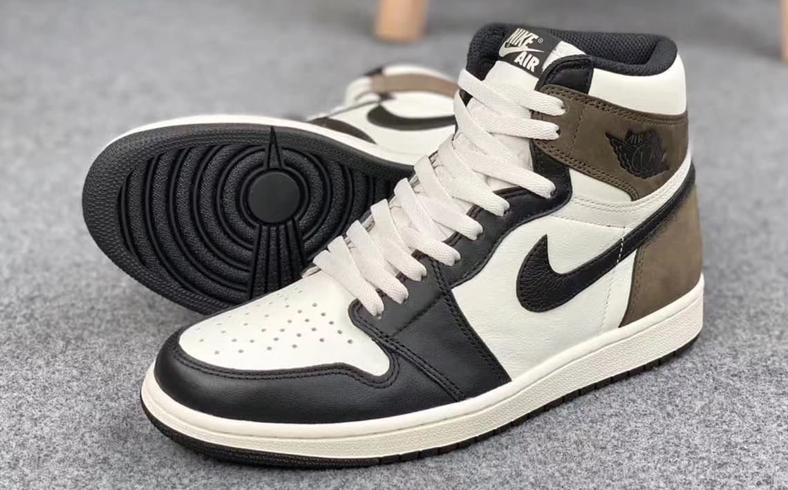 Air Jordan 1 Retro High OG 'Dark Mocha' 555088-105 Side