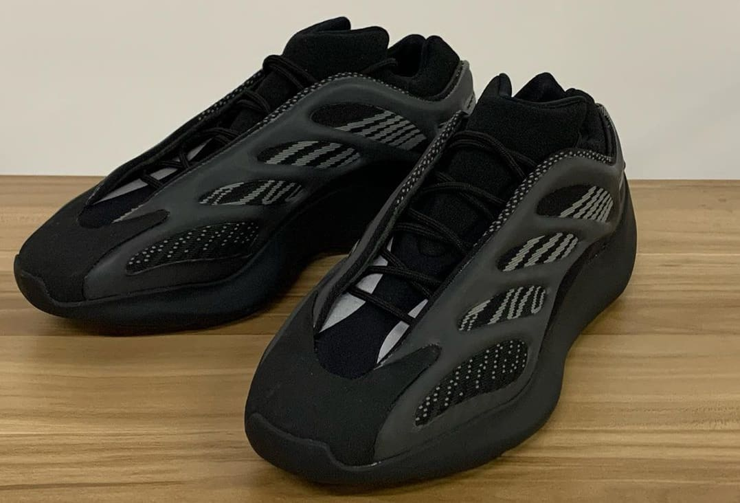 Adidas Yeezy 700 V3 'Black' (Front)