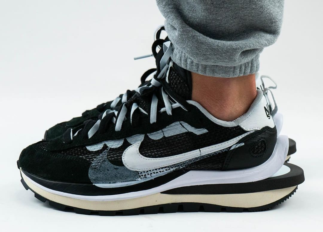 Sacai x Nike VaporWaffle Black/Summit White/Pure Platinum On-Feet Lateral