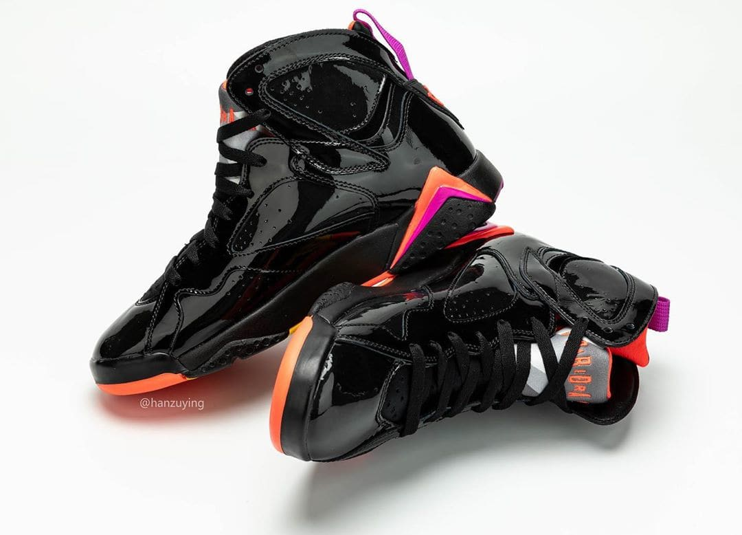 Air Jordan 7 WMNS 'Black Patent Leather' 313358-006 (Pair Medial)