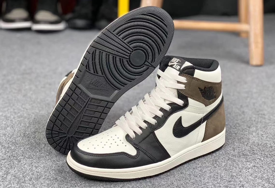 Air Jordan 1 Retro High OG 'Dark Mocha' 555088-105 Front