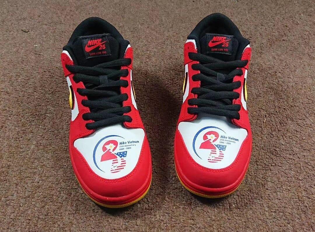 Nike SB Dunk Low 'Vietnam' Front