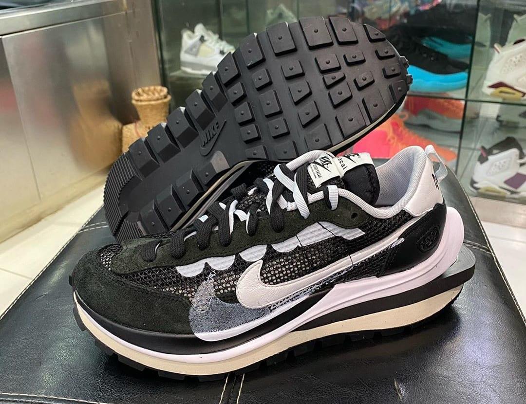 Sacai x Nike VaporWaffle Black/Summit White-Pure Platinum Lateral