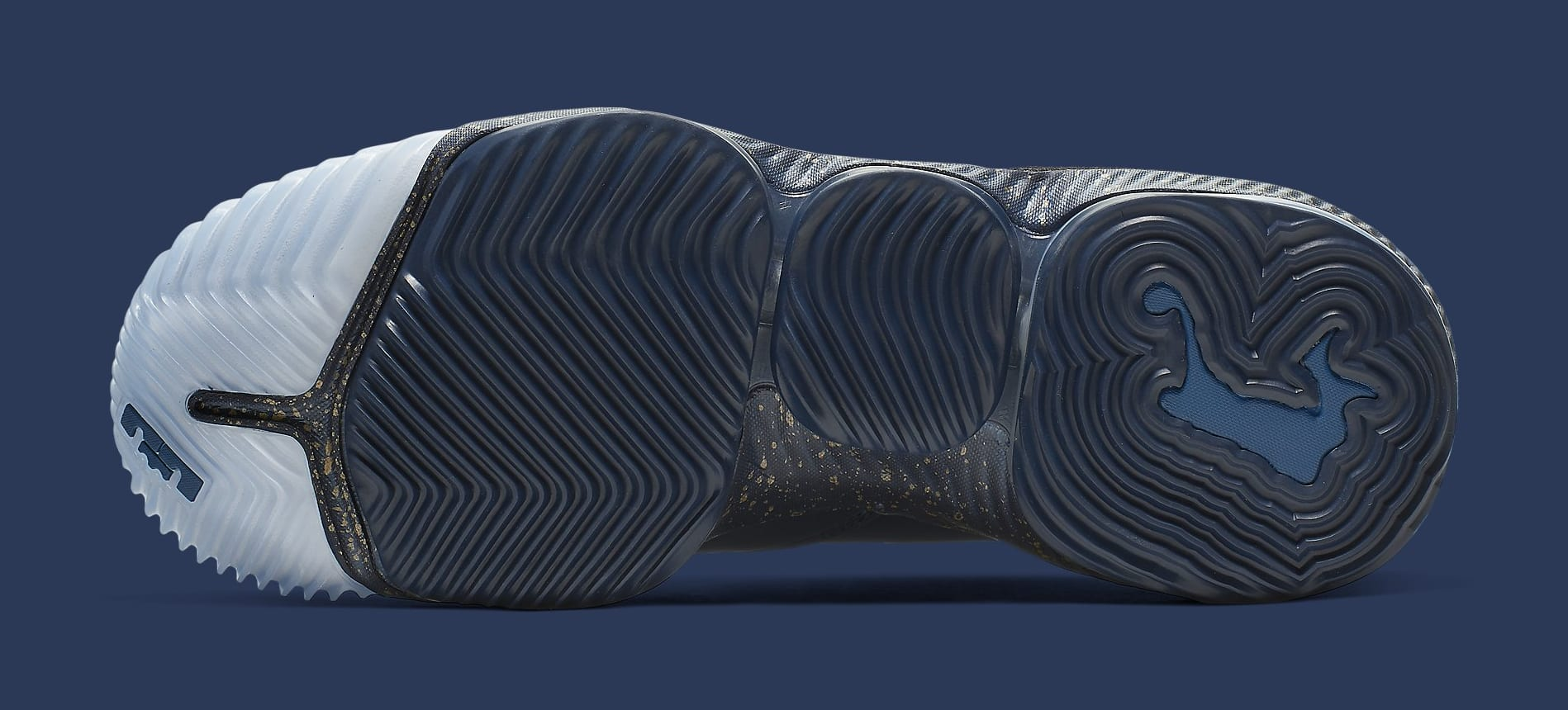 titan-nike-lebron-16-low-agimat-cj9919-400-sole