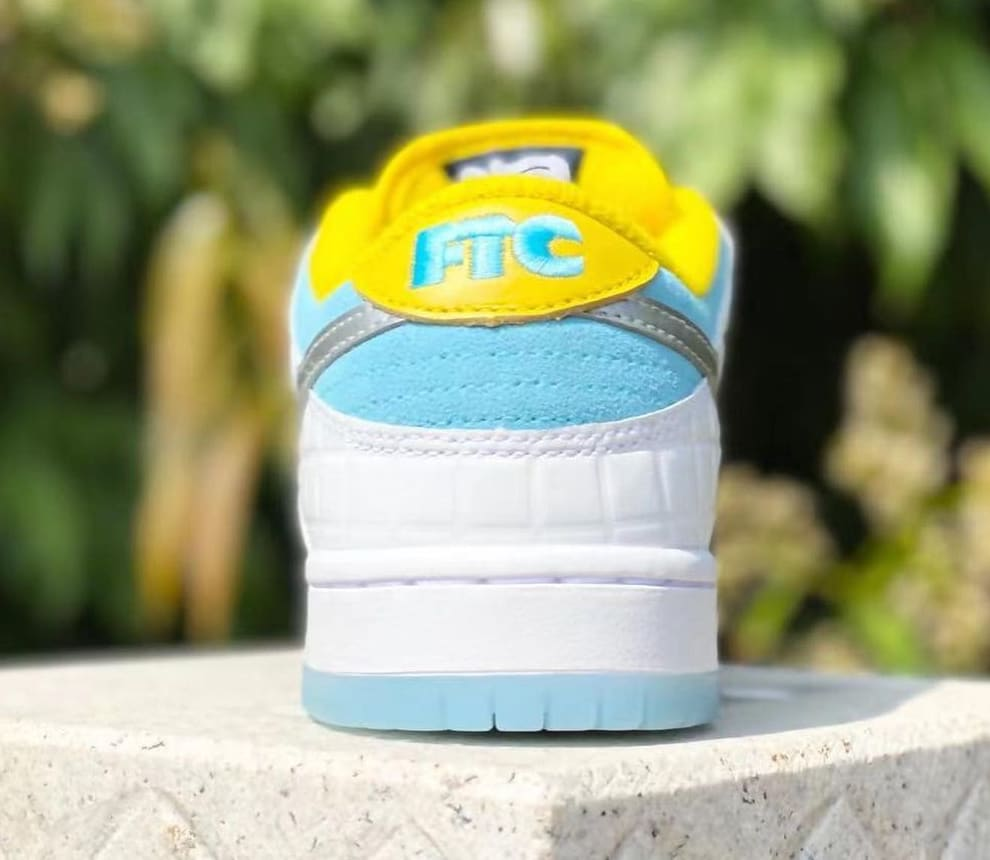 FTC x Nike SB Dunk Low 2021 Heel