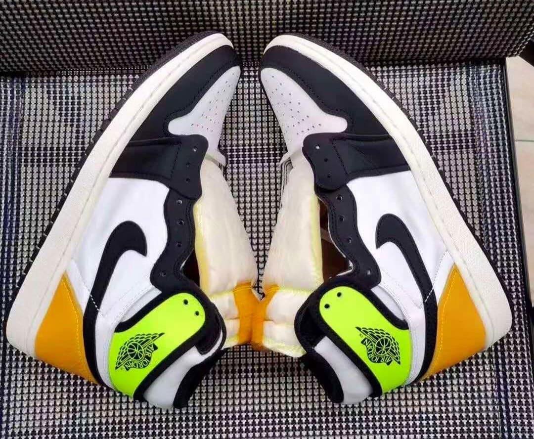 Air Jordan 1 Retro High OG 'Volt' 555088-118 Side