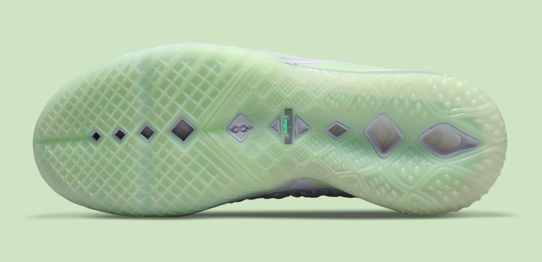 Diana Taurasi x Nike LeBron 18 PE CQ9283-401 Outsole