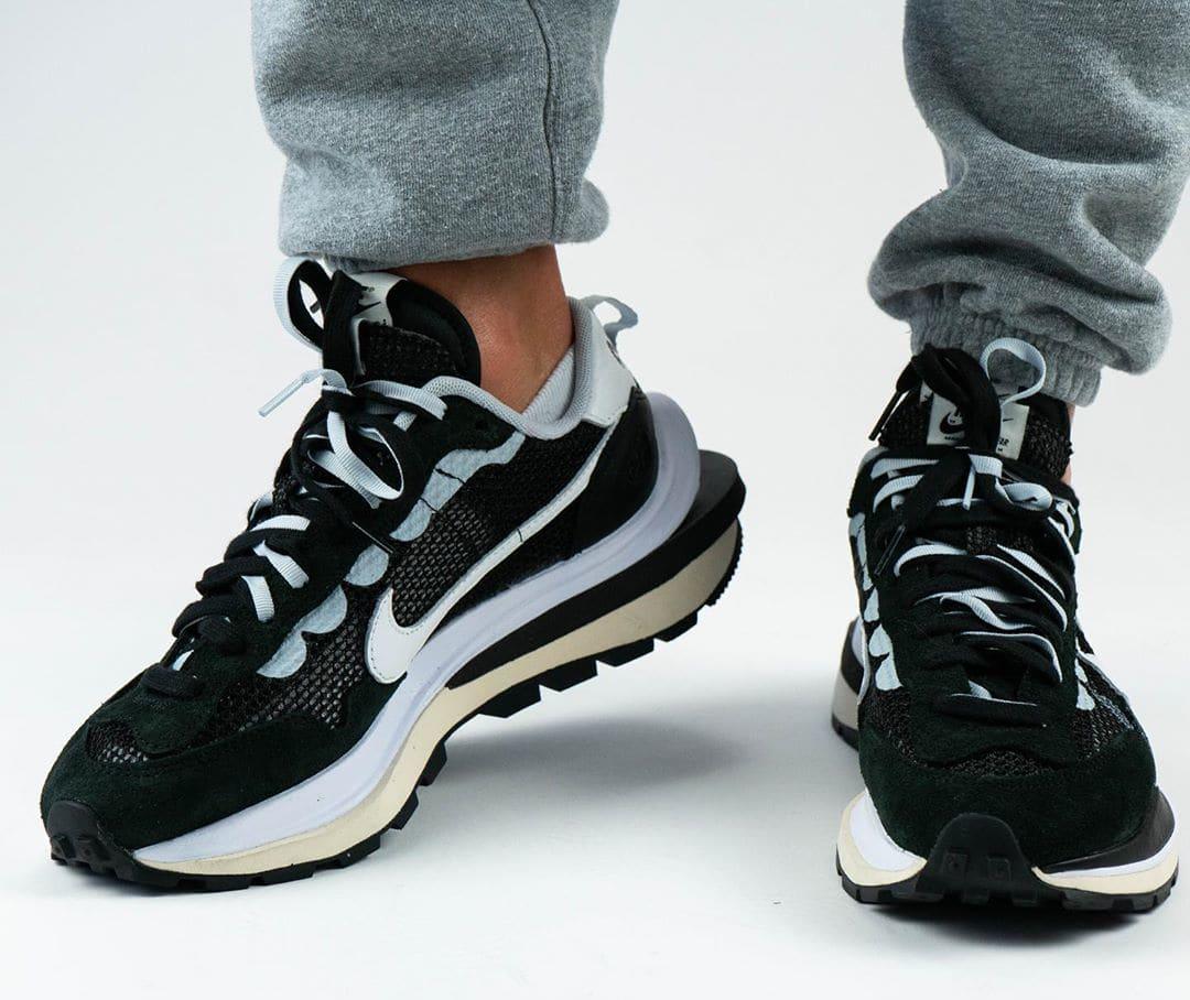 Sacai x Nike VaporWaffle Black/Summit White/Pure Platinum On-Feet Front